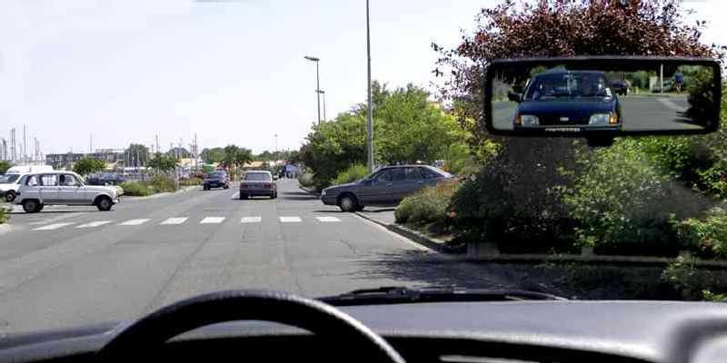 voiture-a-gauche-et-sortie-privee